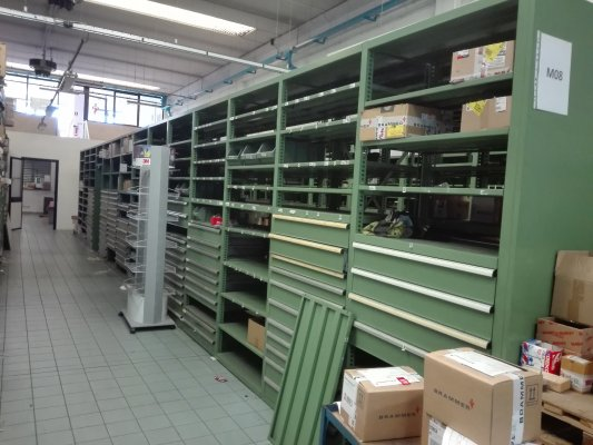 Cassettiere Industriali Usate.Scaffalature Usate Di Qualita Contattaci Per La Disponibilita